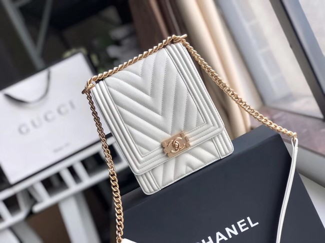 Boy chanel handbag Grained Calfskin & Gold-Tone Metal VS0130 white