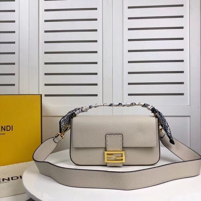 Fendi BAGUETTE leather bag F2466 beige